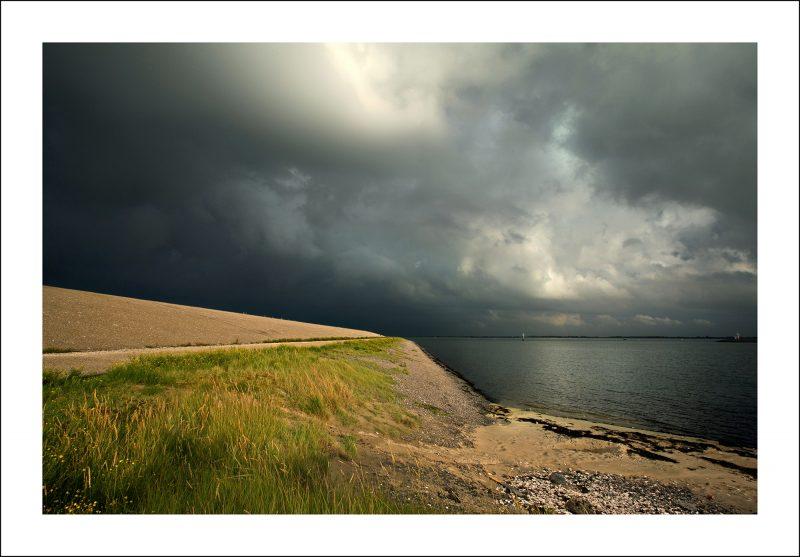 Stormlucht bij het werkeiland Neeltje Jans