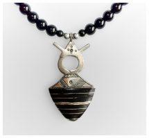 Toeareg zilver pendant met kruis en zwart ebbenhout